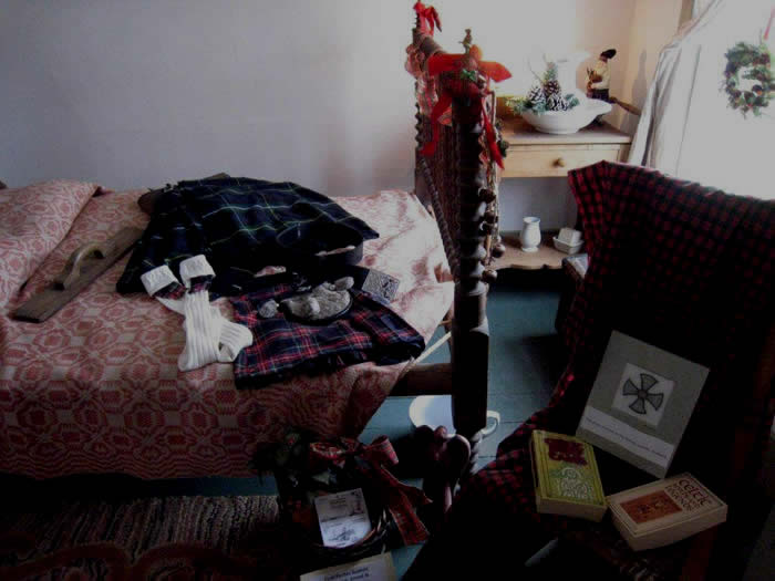 A bedoom displays Irish mementos.