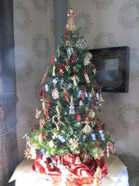 swedish christmas tree with gingerbread ornaments in the ladies parlor - Swedish Christmas Tree